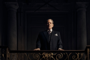 Donald Sutherland como J. Paul Getty Sr.